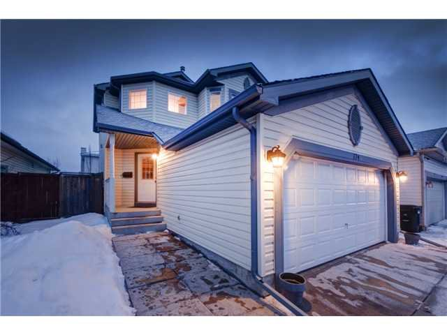 Main Photo: 174 MT APEX Crescent SE in CALGARY: McKenzie Lake Residential Detached Single Family for sale (Calgary)  : MLS®# C3607893