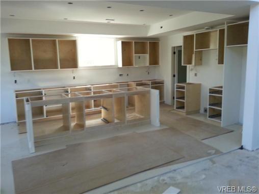 Photo 2: Photos: 1570 Prairie St in VICTORIA: SE Gordon Head House for sale (Saanich East)  : MLS®# 698740