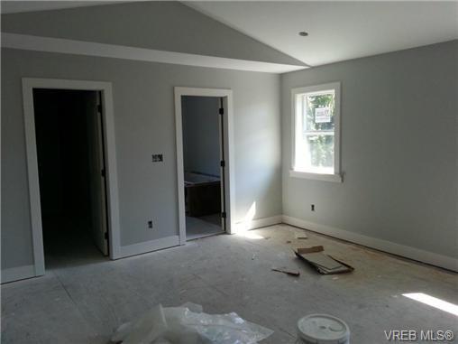 Photo 3: Photos: 1570 Prairie St in VICTORIA: SE Gordon Head House for sale (Saanich East)  : MLS®# 698740