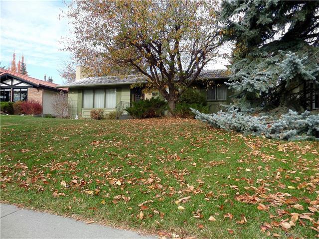 Main Photo: 1039 LAKE WAPTA Way SE in Calgary: Lake Bonavista House for sale : MLS®# C4037311