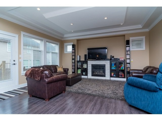 """Photo 3: Photos: 21167 77A Avenue in Langley: Willoughby Heights House for sale in """"YORKSON SOUTH"""" : MLS®# R2032581"""