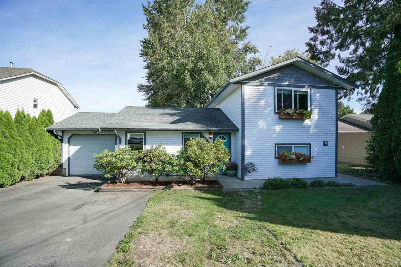 Main Photo: 26493 32 Avenue in Langley: Aldergrove Langley House for sale : MLS®# R2107398
