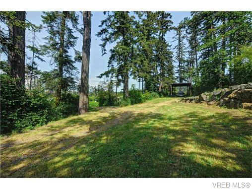 Main Photo: 1326 Mt. Douglas Cross Road in VICTORIA: SE Blenkinsop Single Family Detached for sale (Saanich East)  : MLS®# 371614