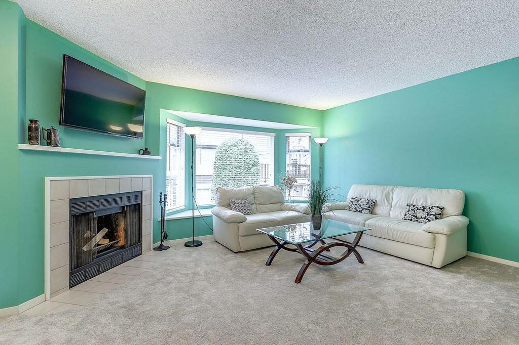 """Photo 4: Photos: 63 1195 FALCON Drive in Coquitlam: Eagle Ridge CQ Townhouse for sale in """"THE COURTYARDS"""" : MLS®# R2148279"""