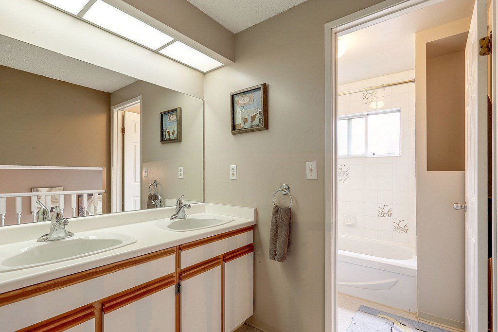 """Photo 13: Photos: 63 1195 FALCON Drive in Coquitlam: Eagle Ridge CQ Townhouse for sale in """"THE COURTYARDS"""" : MLS®# R2148279"""