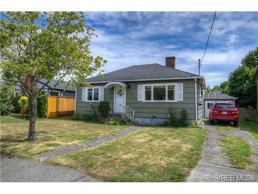 Main Photo: 2723 Foul Bay Road in VICTORIA: OB Henderson Residential for sale (Oak Bay)  : MLS®# 366421