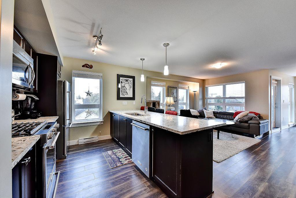 """Photo 15: Photos: 301 4815 55B Street in Delta: Hawthorne Condo for sale in """"The Pointe"""" (Ladner)  : MLS®# R2251107"""