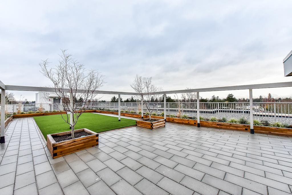 """Photo 5: Photos: 301 4815 55B Street in Delta: Hawthorne Condo for sale in """"The Pointe"""" (Ladner)  : MLS®# R2251107"""