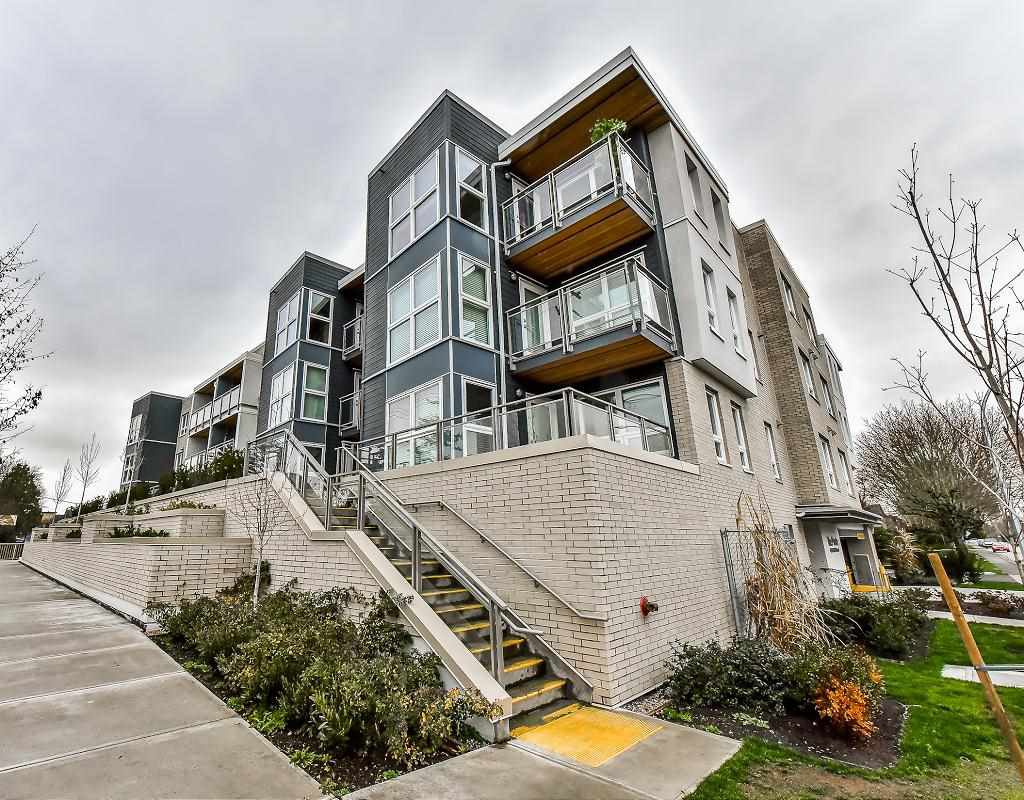 """Photo 4: Photos: 301 4815 55B Street in Delta: Hawthorne Condo for sale in """"The Pointe"""" (Ladner)  : MLS®# R2251107"""