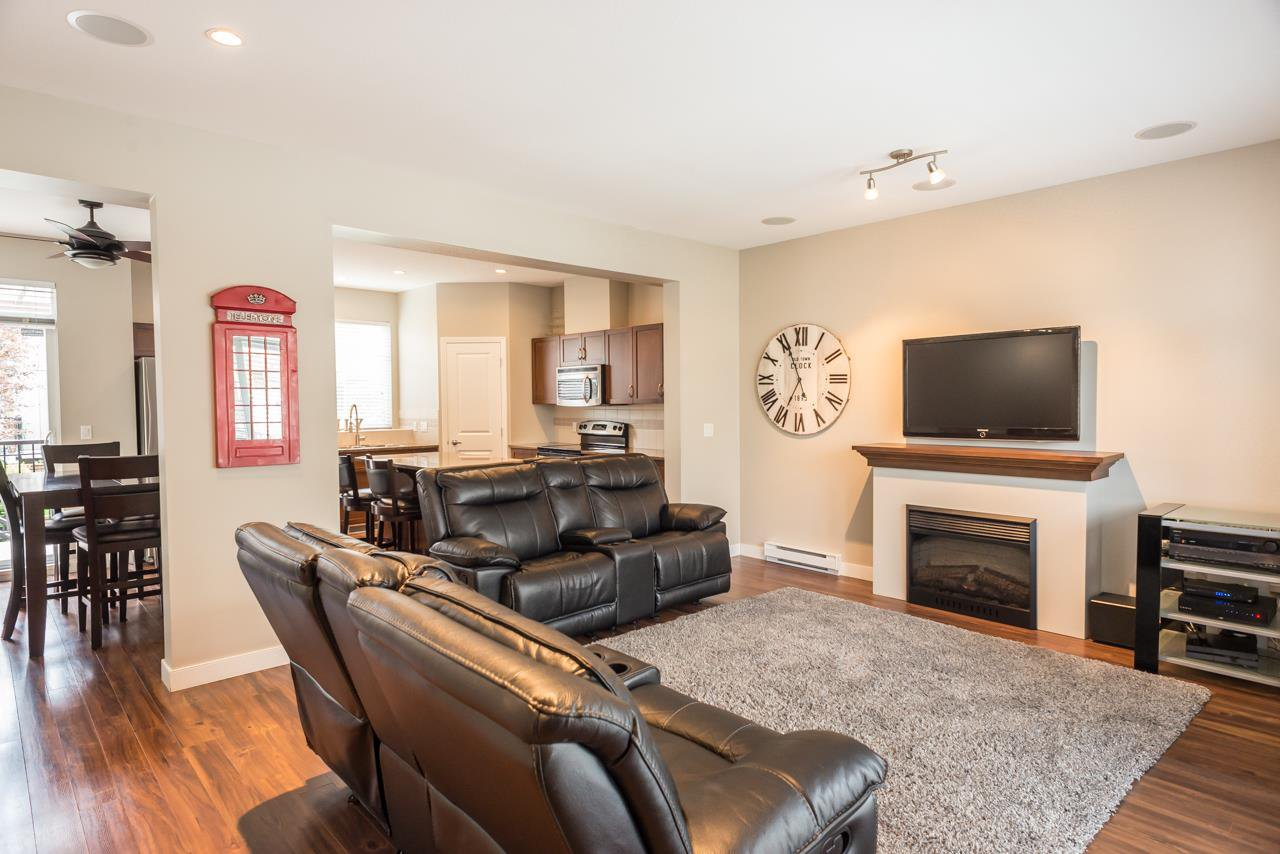 """Photo 6: Photos: 19 6036 164 Street in Surrey: Cloverdale BC Townhouse for sale in """"Arbour Village"""" (Cloverdale)  : MLS®# R2278844"""