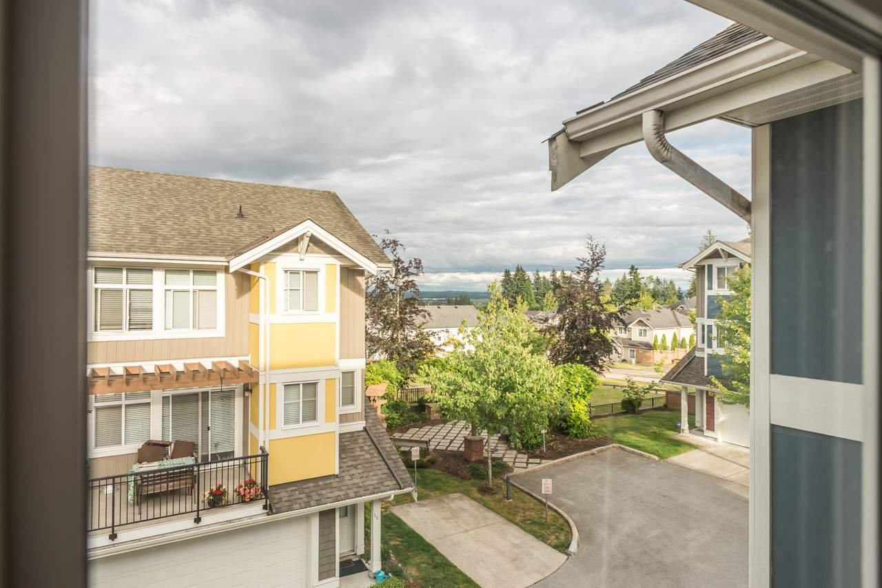 """Photo 14: Photos: 19 6036 164 Street in Surrey: Cloverdale BC Townhouse for sale in """"Arbour Village"""" (Cloverdale)  : MLS®# R2278844"""