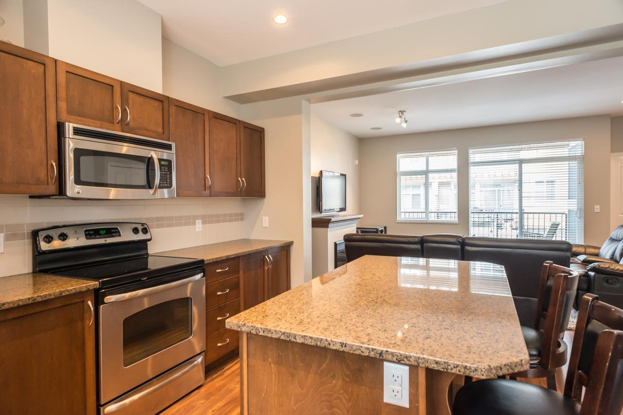 """Photo 4: Photos: 19 6036 164 Street in Surrey: Cloverdale BC Townhouse for sale in """"Arbour Village"""" (Cloverdale)  : MLS®# R2278844"""