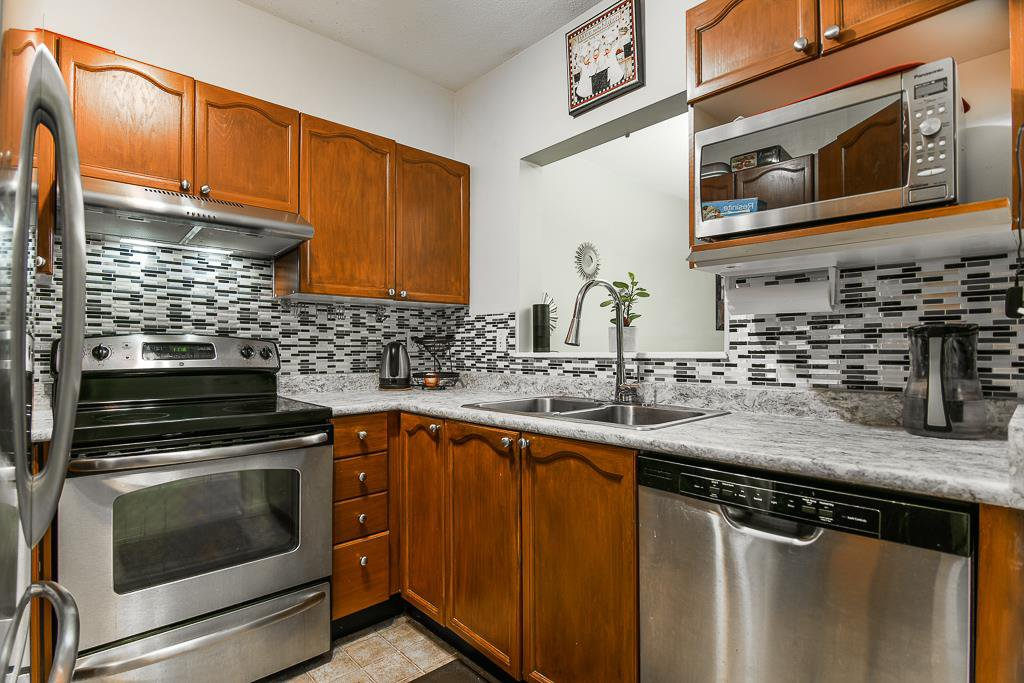 """Main Photo: 102 6939 GILLEY Avenue in Burnaby: Highgate Condo for sale in """"VENTURA PLACE"""" (Burnaby South)  : MLS®# R2418430"""