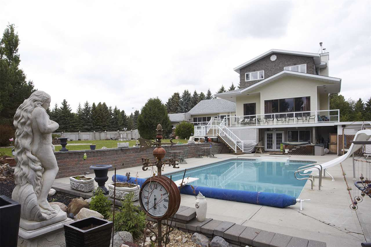 Main Photo: 11 MANOR VIEW Crescent: Rural Sturgeon County House for sale : MLS®# E4180285