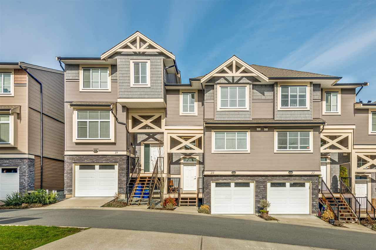 "Main Photo: 20 11252 COTTONWOOD Drive in Maple Ridge: Cottonwood MR Townhouse for sale in ""COTTONWOOD RIDGE"" : MLS®# R2436731"