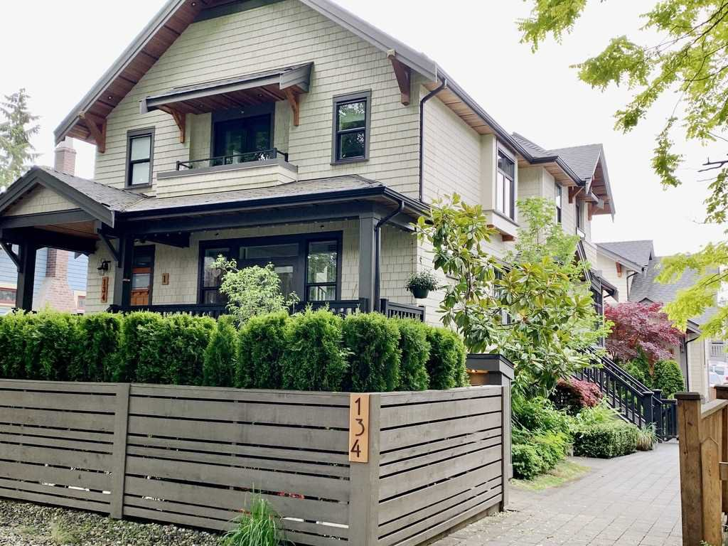 Main Photo: 2 134 W 13TH Avenue in Vancouver: Mount Pleasant VW Townhouse for sale (Vancouver West)  : MLS®# R2461952