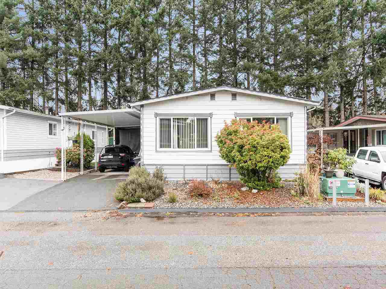 """Main Photo: 297 1840 160 Street in Surrey: King George Corridor Manufactured Home for sale in """"BREAKAWAY BAYS"""" (South Surrey White Rock)  : MLS®# R2519884"""