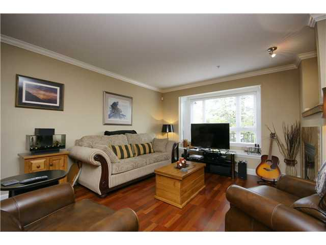"""Photo 3: Photos: 2 227 E 11TH Street in North Vancouver: Central Lonsdale Townhouse for sale in """"ST ANDREWS COURT"""" : MLS®# V889129"""
