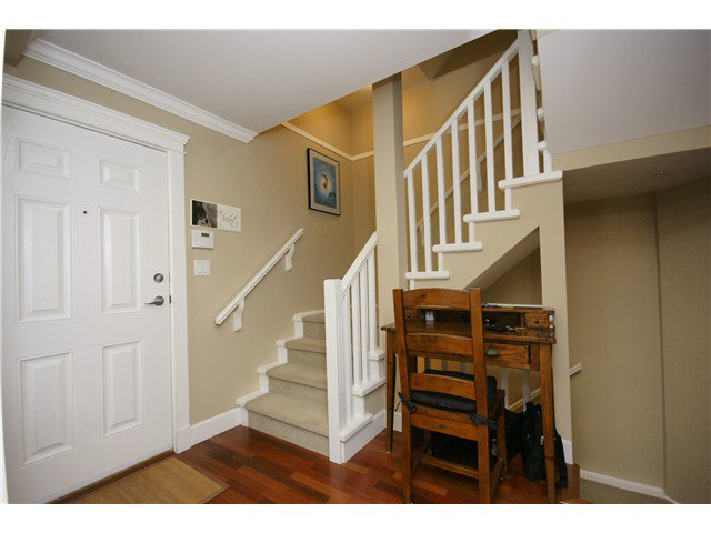 """Photo 7: Photos: 2 227 E 11TH Street in North Vancouver: Central Lonsdale Townhouse for sale in """"ST ANDREWS COURT"""" : MLS®# V889129"""
