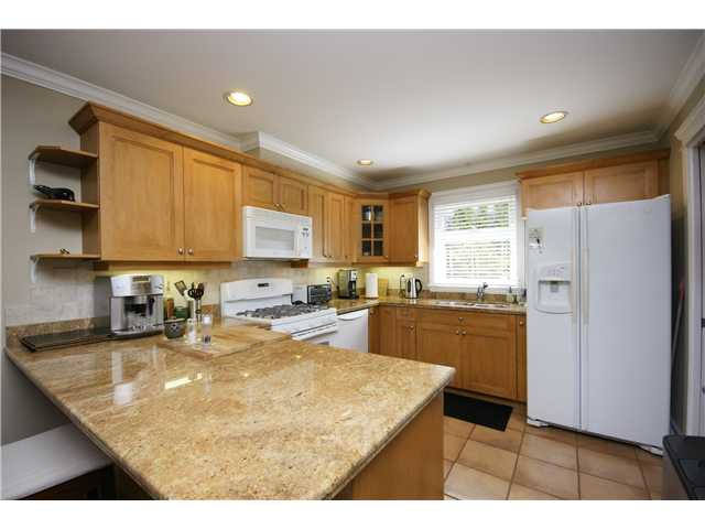 """Photo 2: Photos: 2 227 E 11TH Street in North Vancouver: Central Lonsdale Townhouse for sale in """"ST ANDREWS COURT"""" : MLS®# V889129"""
