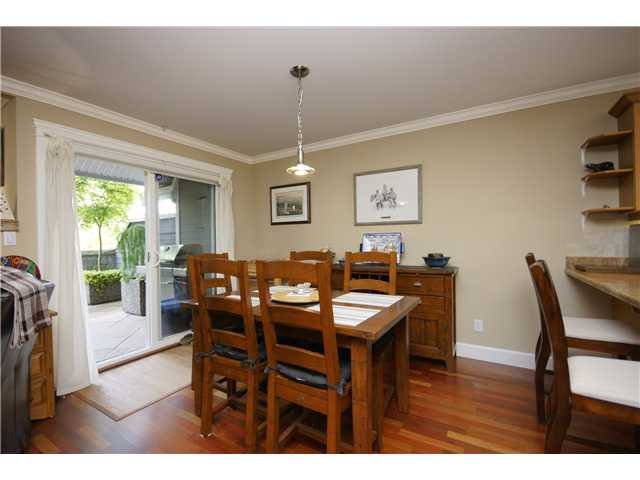 """Photo 5: Photos: 2 227 E 11TH Street in North Vancouver: Central Lonsdale Townhouse for sale in """"ST ANDREWS COURT"""" : MLS®# V889129"""