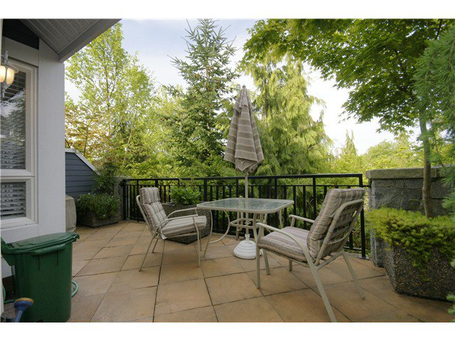 """Photo 6: Photos: 2 227 E 11TH Street in North Vancouver: Central Lonsdale Townhouse for sale in """"ST ANDREWS COURT"""" : MLS®# V889129"""