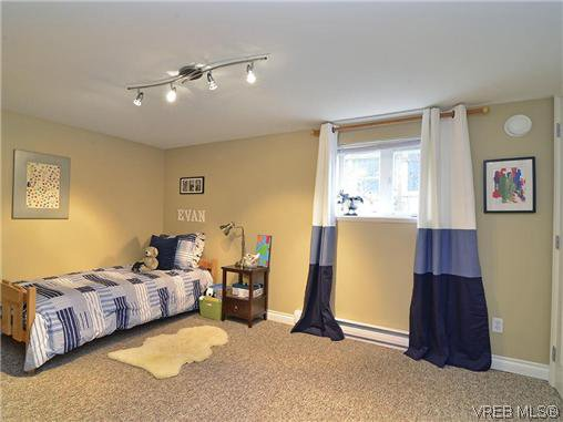 Photo 10: Photos: 972 Snowdrop Avenue in VICTORIA: SW Marigold Residential for sale (Saanich West)  : MLS®# 319697