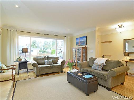 Photo 2: Photos: 972 Snowdrop Avenue in VICTORIA: SW Marigold Residential for sale (Saanich West)  : MLS®# 319697