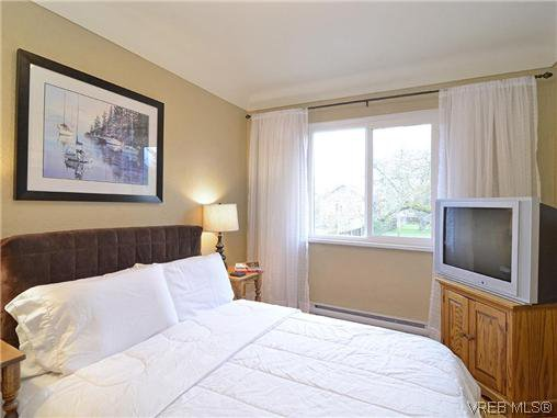 Photo 8: Photos: 972 Snowdrop Avenue in VICTORIA: SW Marigold Residential for sale (Saanich West)  : MLS®# 319697