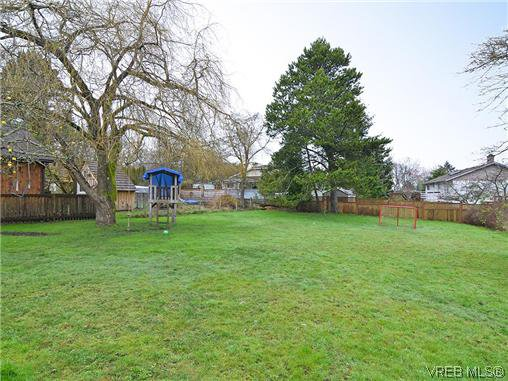 Photo 16: Photos: 972 Snowdrop Avenue in VICTORIA: SW Marigold Residential for sale (Saanich West)  : MLS®# 319697