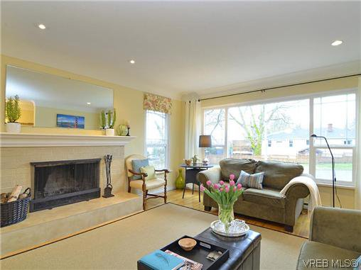 Photo 3: Photos: 972 Snowdrop Avenue in VICTORIA: SW Marigold Residential for sale (Saanich West)  : MLS®# 319697