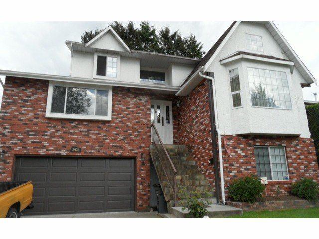 Main Photo: 8932 140A Street in Surrey: Bear Creek Green Timbers House for sale : MLS®# F1412578