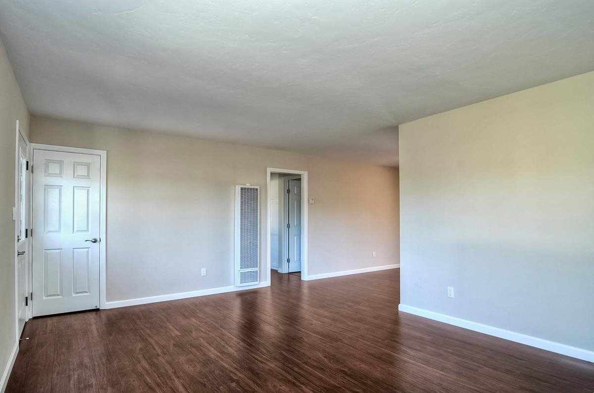 Photo 5: Photos: CLAIREMONT House for sale : 3 bedrooms : 4489 Bertha in San Diego