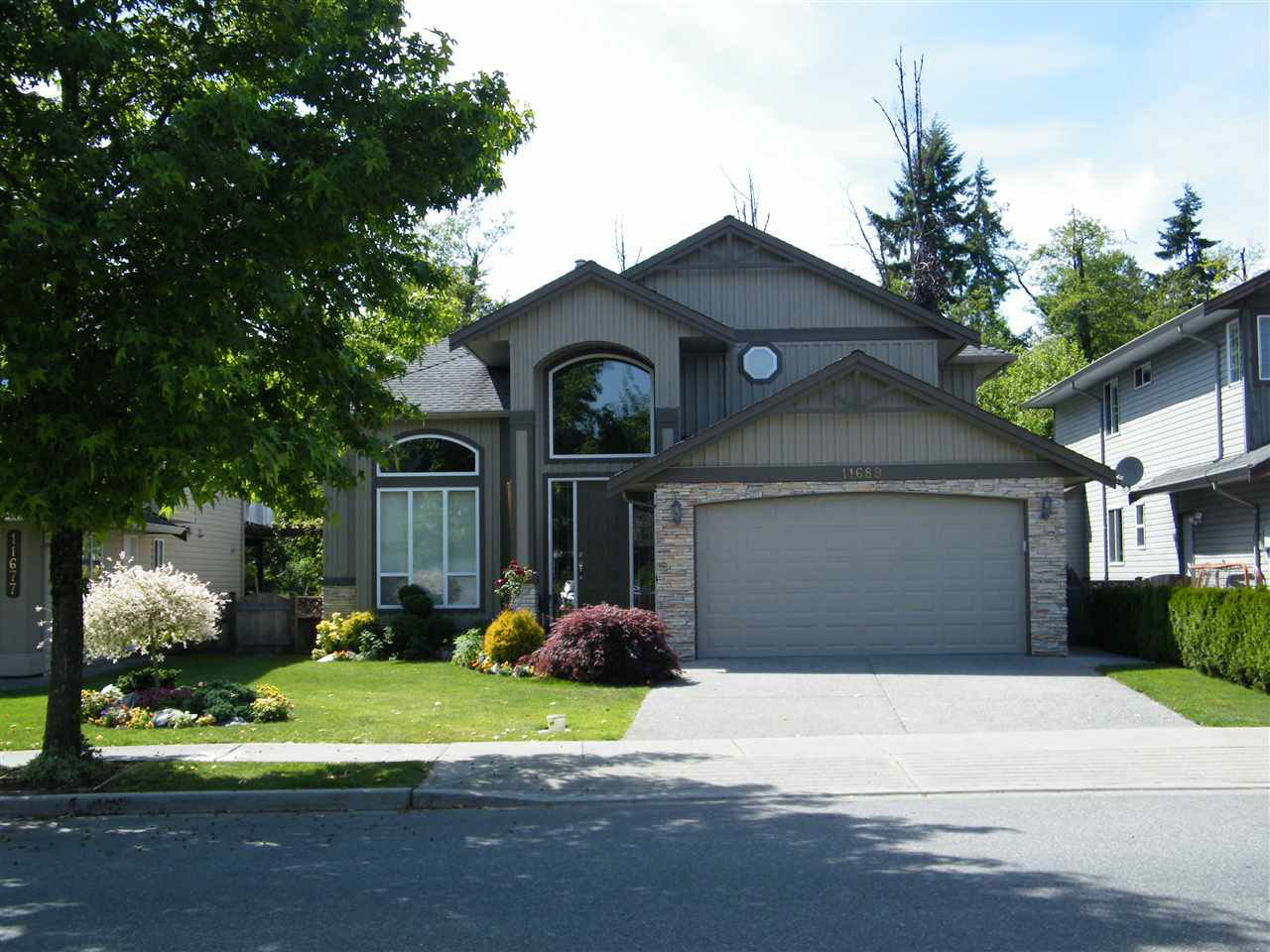 Main Photo: 11689 CREEKSIDE Street in Maple Ridge: Cottonwood MR House for sale : MLS®# R2000625