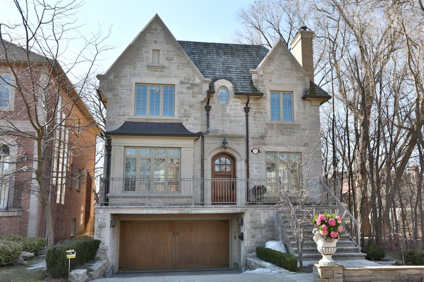 Main Photo: 695 WOBURN Avenue in Toronto: BEDFORD PARK House for sale (TORONTO)  : MLS®# C2572522