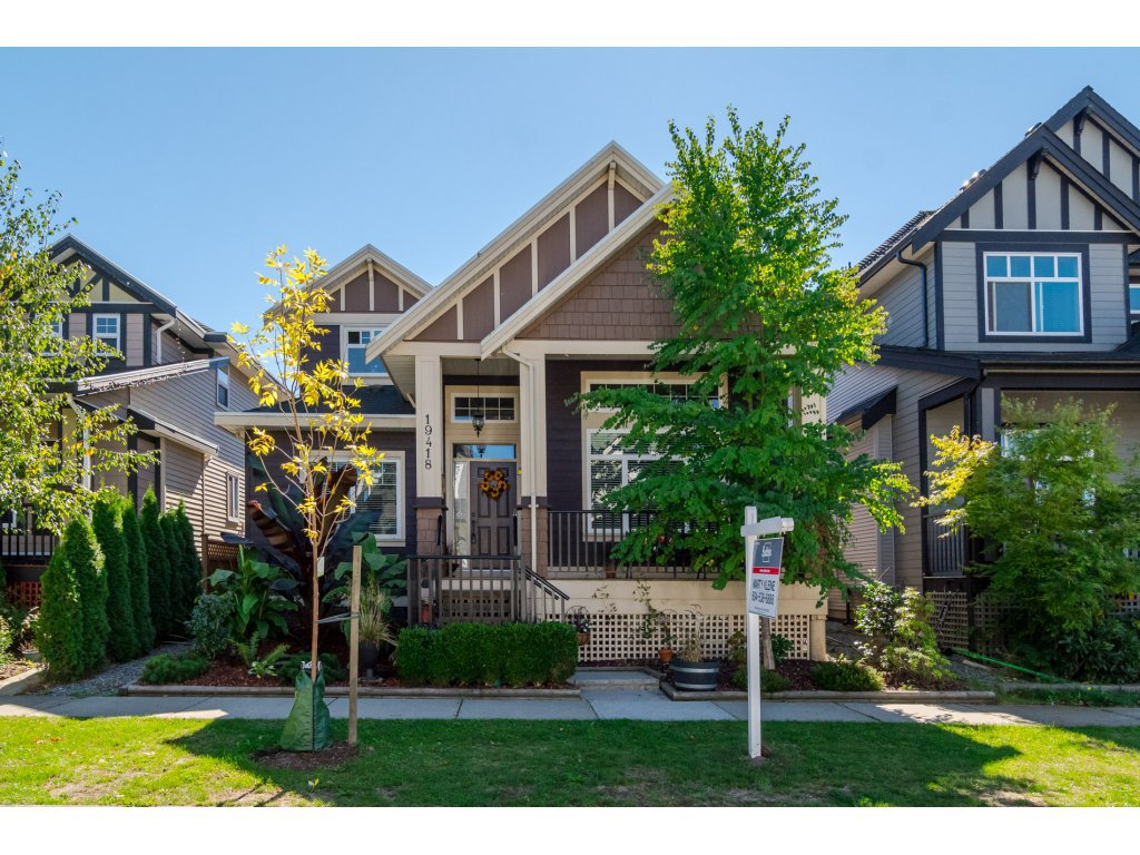 Main Photo: 19418 72A Avenue in Surrey: Clayton House for sale (Cloverdale)  : MLS®# R2106824
