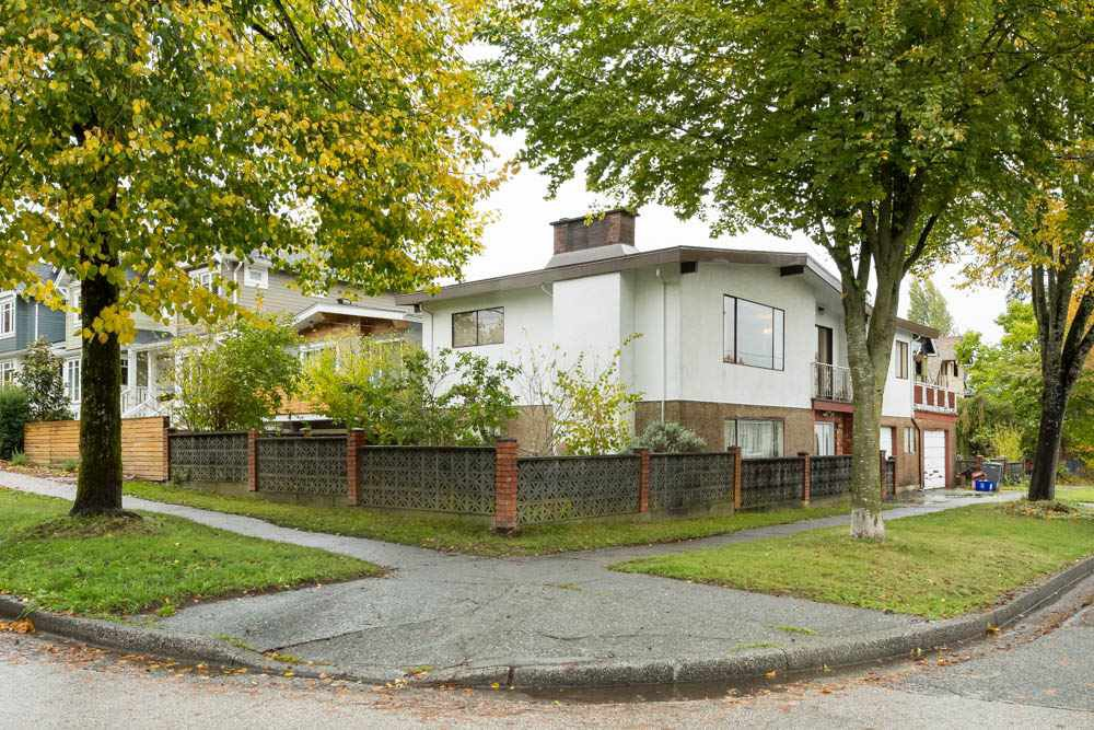 """Photo 1: Photos: 4375 JOHN Street in Vancouver: Main House for sale in """"LITTLE MOUNTAIN/RILEY PARK"""" (Vancouver East)  : MLS®# R2117148"""