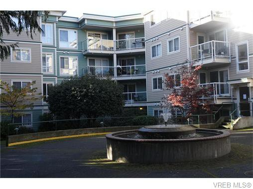 Main Photo: 404 649 Bay St in VICTORIA: Vi Downtown Condo for sale (Victoria)  : MLS®# 745697