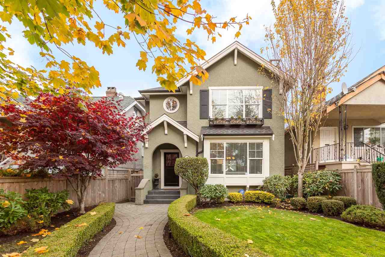 """Main Photo: 2455 CAMBRIDGE Street in Vancouver: Hastings East House for sale in """"HASTINGS SUNRISE"""" (Vancouver East)  : MLS®# R2219866"""