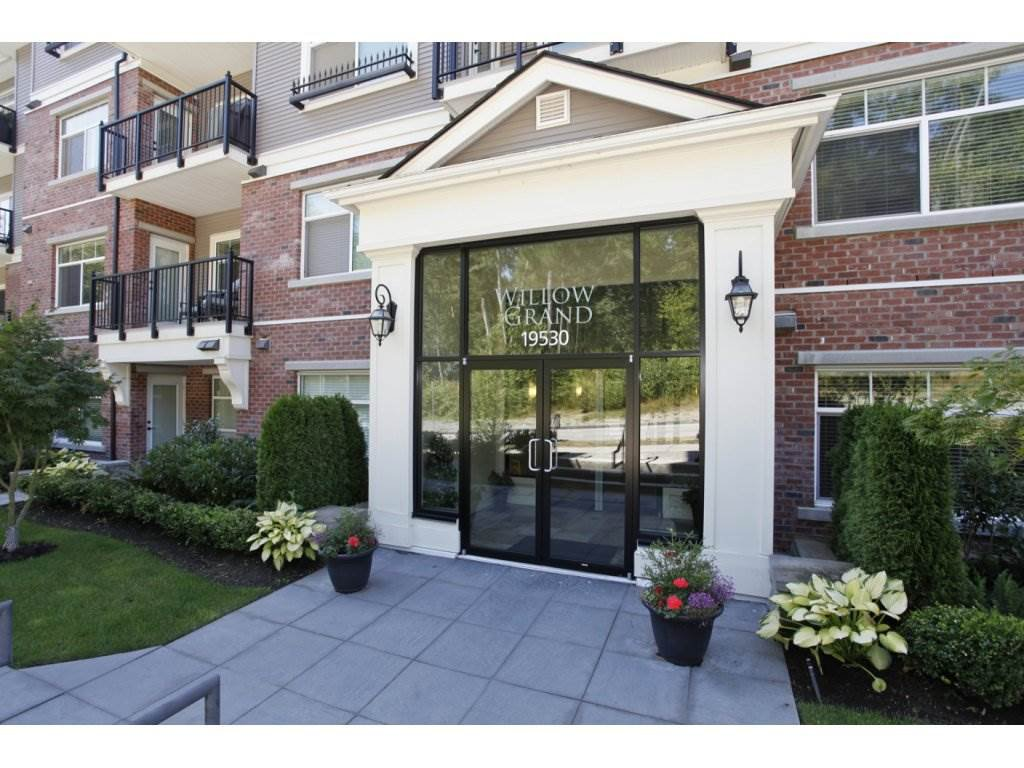 """Photo 2: Photos: 302 19530 65 Avenue in Surrey: Clayton Condo for sale in """"WILLOW GRAND"""" (Cloverdale)  : MLS®# R2239638"""