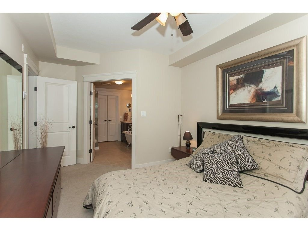 """Photo 15: Photos: 302 19530 65 Avenue in Surrey: Clayton Condo for sale in """"WILLOW GRAND"""" (Cloverdale)  : MLS®# R2239638"""