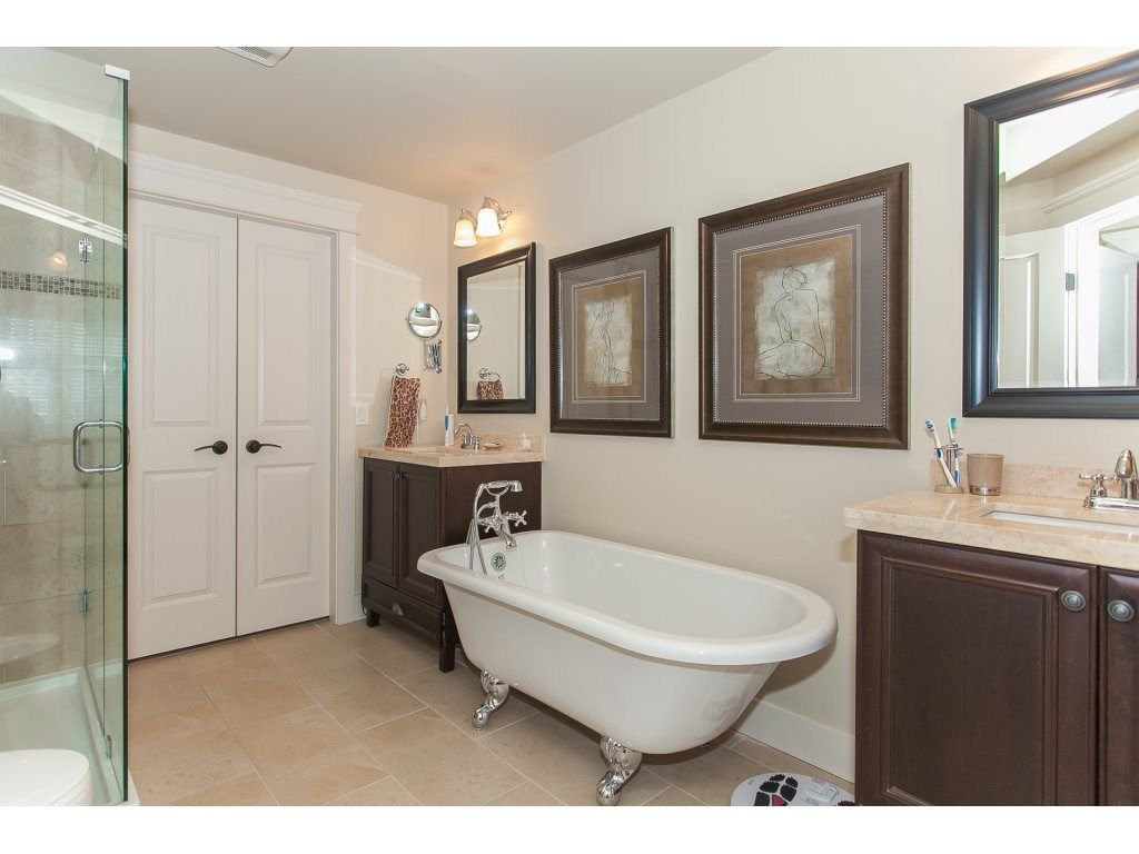 """Photo 16: Photos: 302 19530 65 Avenue in Surrey: Clayton Condo for sale in """"WILLOW GRAND"""" (Cloverdale)  : MLS®# R2239638"""