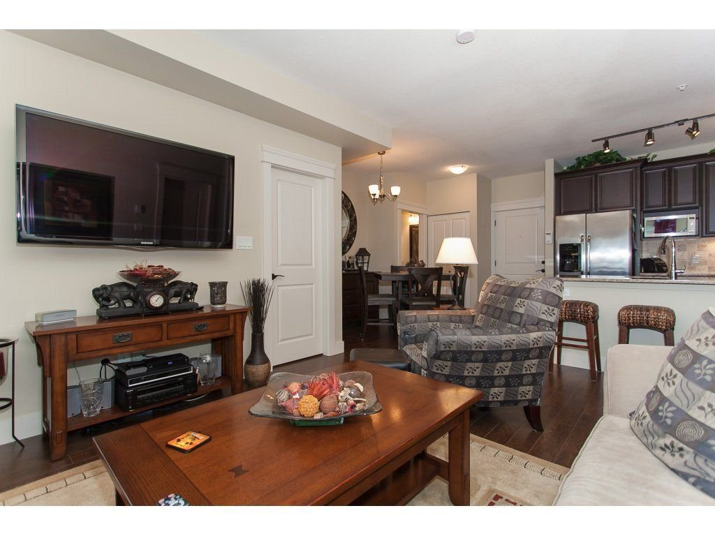 """Photo 11: Photos: 302 19530 65 Avenue in Surrey: Clayton Condo for sale in """"WILLOW GRAND"""" (Cloverdale)  : MLS®# R2239638"""