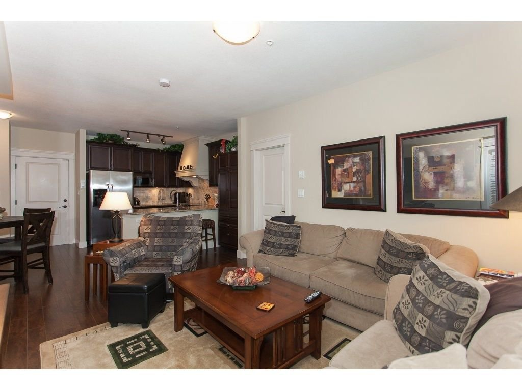 """Photo 12: Photos: 302 19530 65 Avenue in Surrey: Clayton Condo for sale in """"WILLOW GRAND"""" (Cloverdale)  : MLS®# R2239638"""