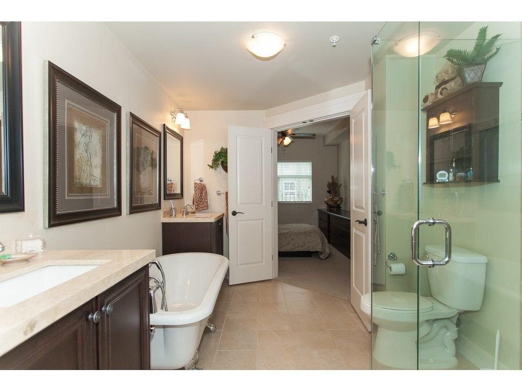 """Photo 17: Photos: 302 19530 65 Avenue in Surrey: Clayton Condo for sale in """"WILLOW GRAND"""" (Cloverdale)  : MLS®# R2239638"""