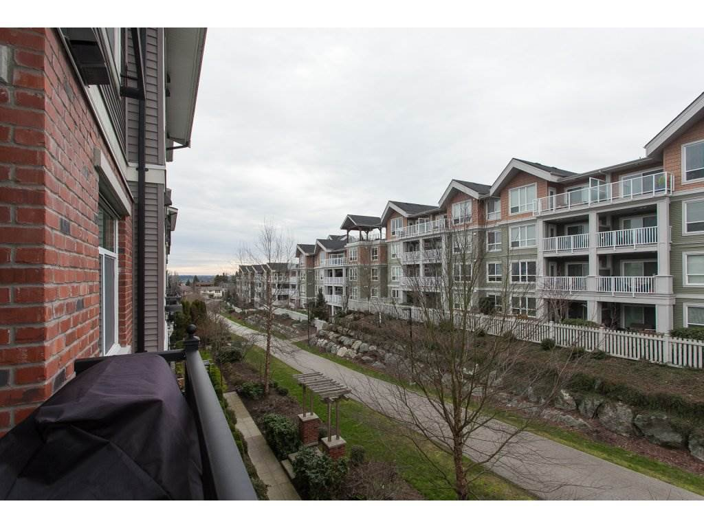 """Photo 19: Photos: 302 19530 65 Avenue in Surrey: Clayton Condo for sale in """"WILLOW GRAND"""" (Cloverdale)  : MLS®# R2239638"""