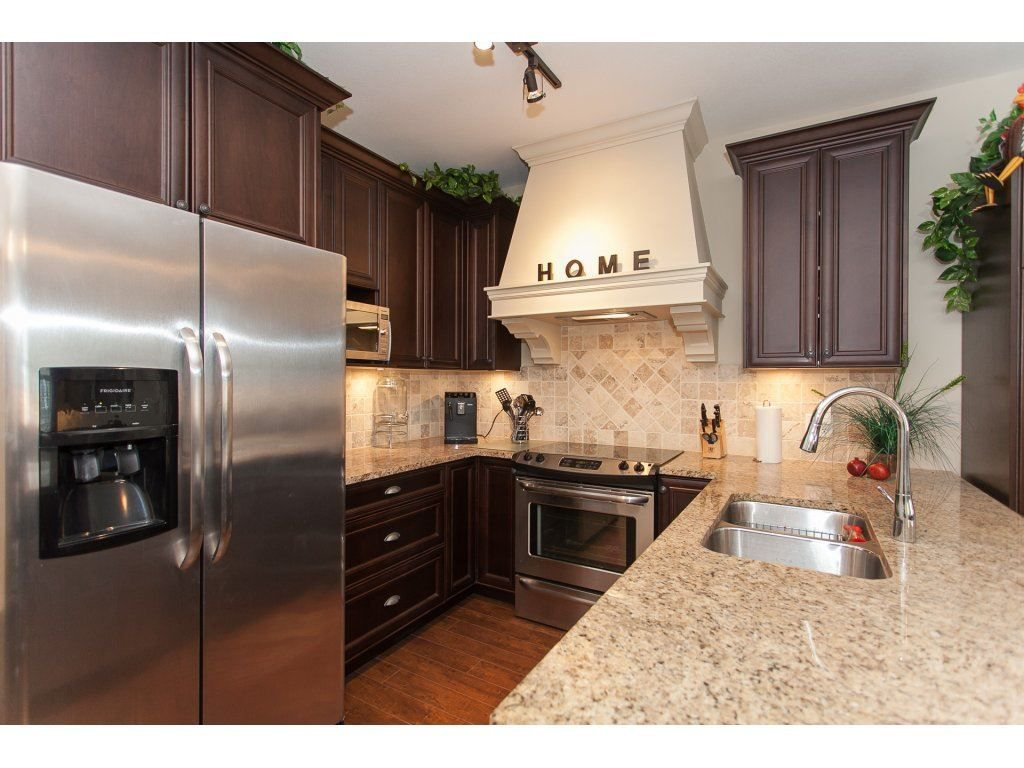 """Photo 4: Photos: 302 19530 65 Avenue in Surrey: Clayton Condo for sale in """"WILLOW GRAND"""" (Cloverdale)  : MLS®# R2239638"""