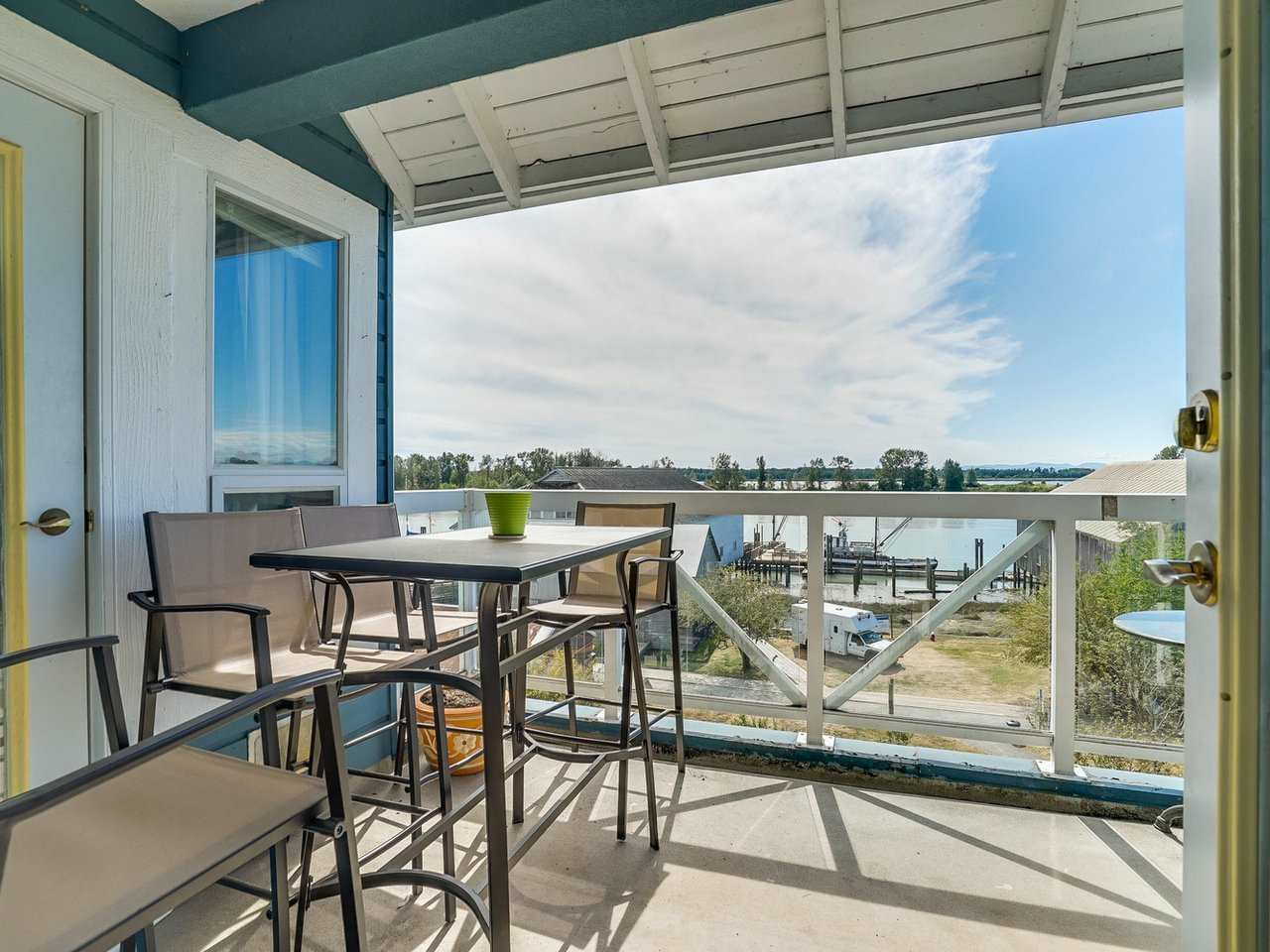 "Photo 4: Photos: 412 12911 RAILWAY Avenue in Richmond: Steveston South Condo for sale in ""THE BRITANNIA"" : MLS®# R2245014"