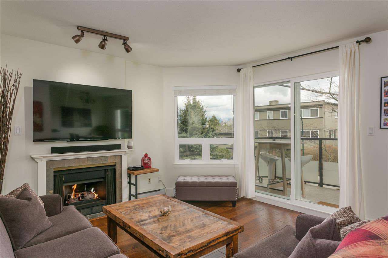 "Main Photo: 202 1631 VINE Street in Vancouver: Kitsilano Condo for sale in ""Vine Gardens"" (Vancouver West)  : MLS®# R2254961"