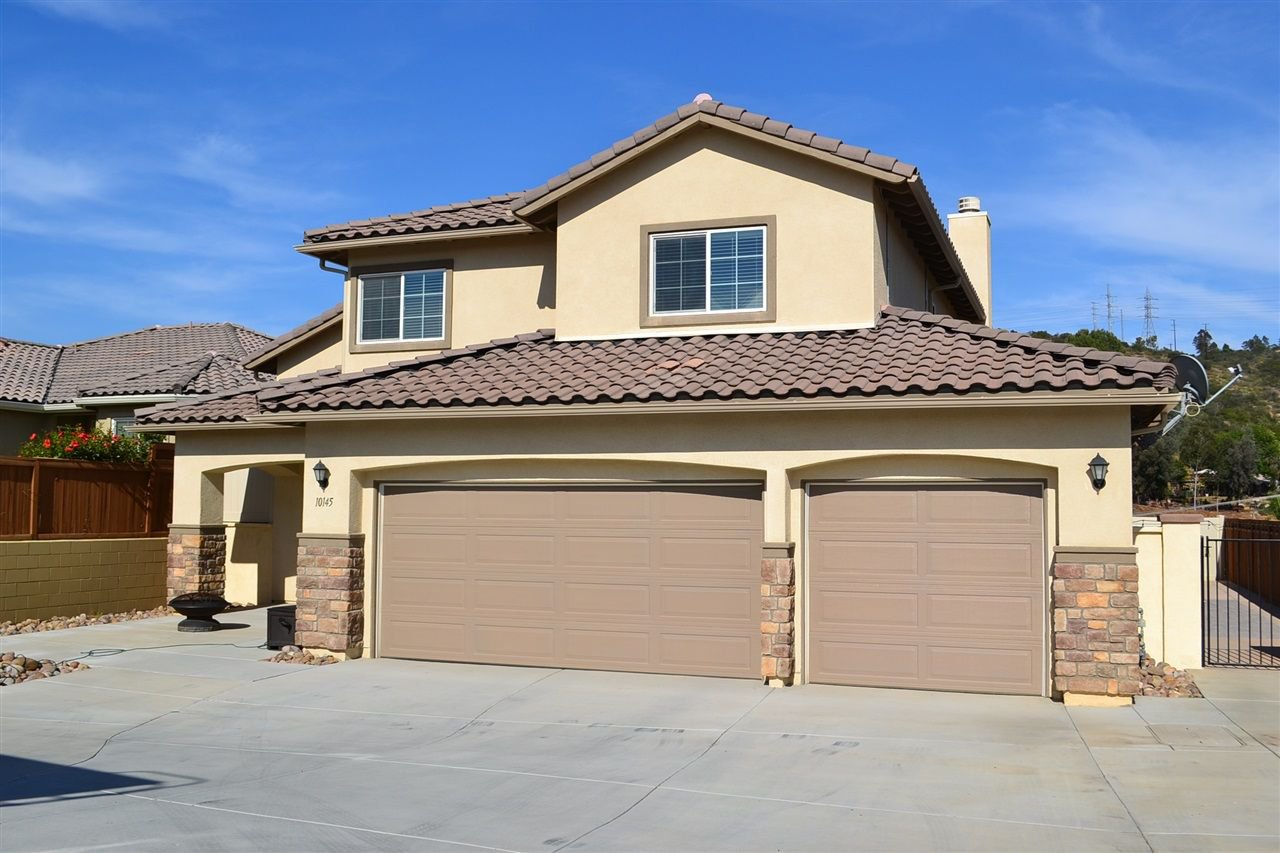 Main Photo: LAKESIDE House for sale : 4 bedrooms : 10145 Vista Laurel Pl